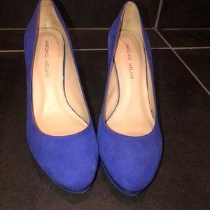 Women's blue suede pumps